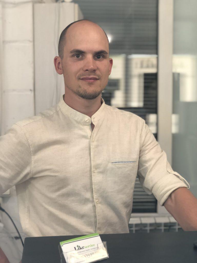 Руководитель сервисного центра likeservice
